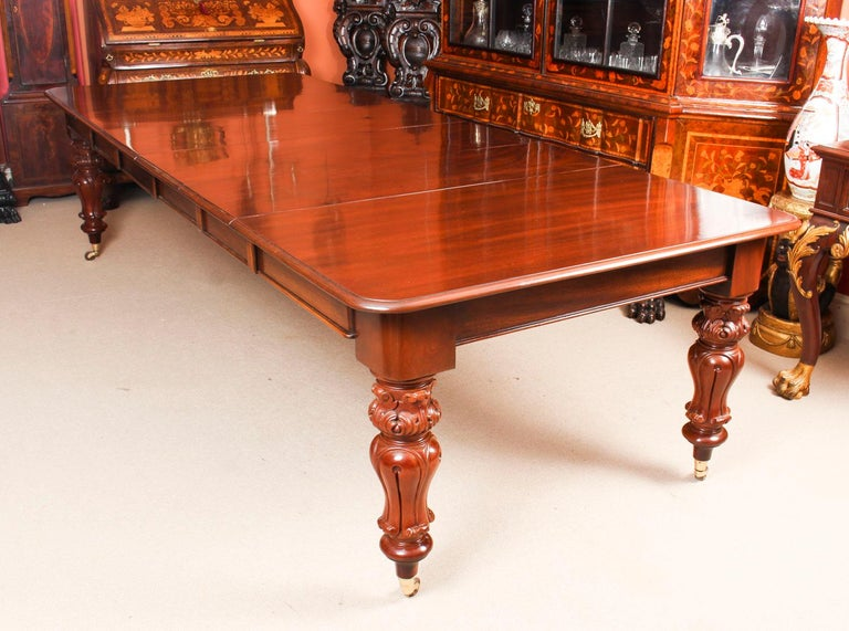 English Antique William IV Mahogany Dining Table 19th Century & 12 Dining Chairs