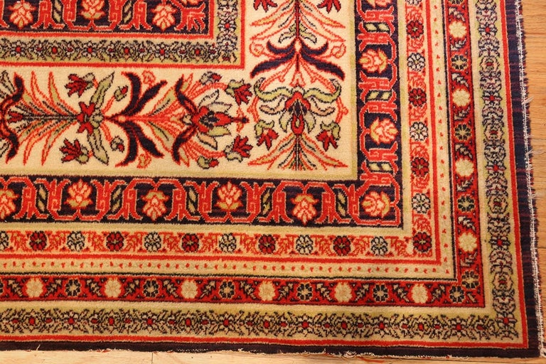 Late Victorian Antique Wilton English Carpet. Size: 8 ft 8 in x 11 ft 7 in (2.64 m x 3.53 m) For Sale
