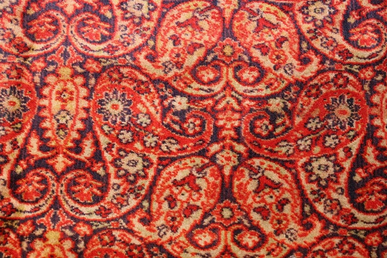 Antique Wilton English Carpet. Size: 8 ft 8 in x 11 ft 7 in (2.64 m x 3.53 m) In Fair Condition For Sale In New York, NY