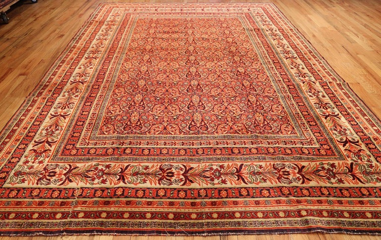 20th Century Antique Wilton English Carpet. Size: 8 ft 8 in x 11 ft 7 in (2.64 m x 3.53 m) For Sale