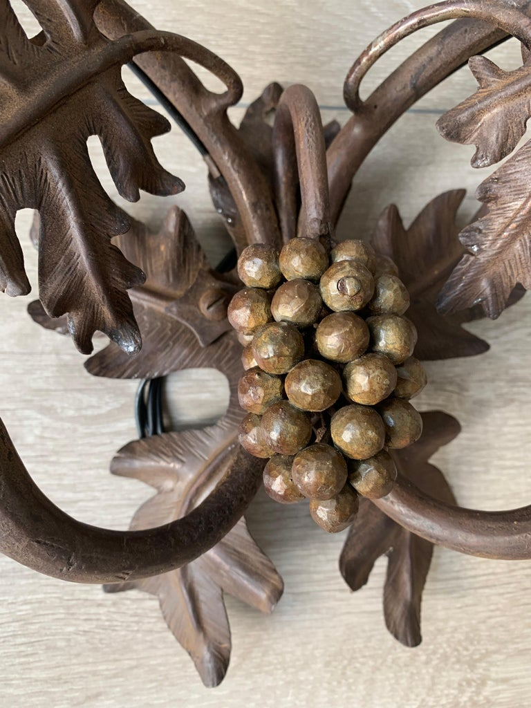 Antique Wine Theme Wall Lamp / Sconce with Wrought Iron Bunch of Grapes & Leafs In Good Condition For Sale In Lisse, NL