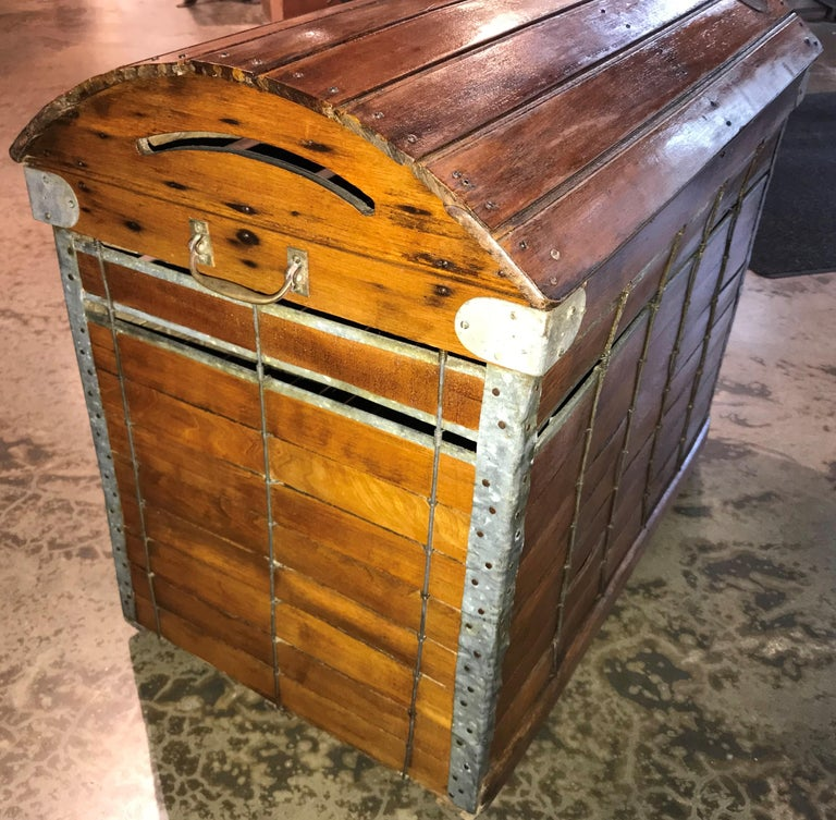 Antique Wooden Dog Carrier by Absalom Backus, Jr & Sons with Label circa 1902 In Good Condition For Sale In Milford, NH