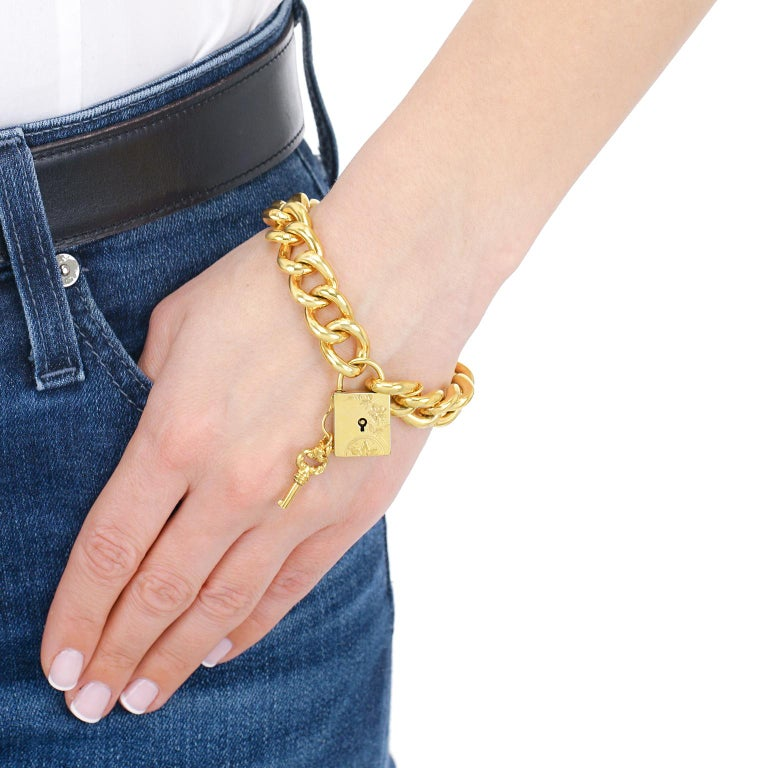 Antique Working Lock and Key Gold Bracelet In Excellent Condition For Sale In Litchfield, CT