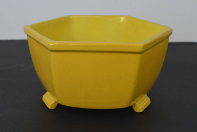 Chinese Export Antique Yellow Ceramic Bowl in Chinese Style For Sale
