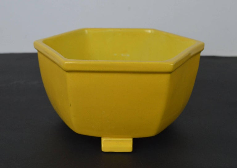 English Antique Yellow Ceramic Bowl in Chinese Style For Sale