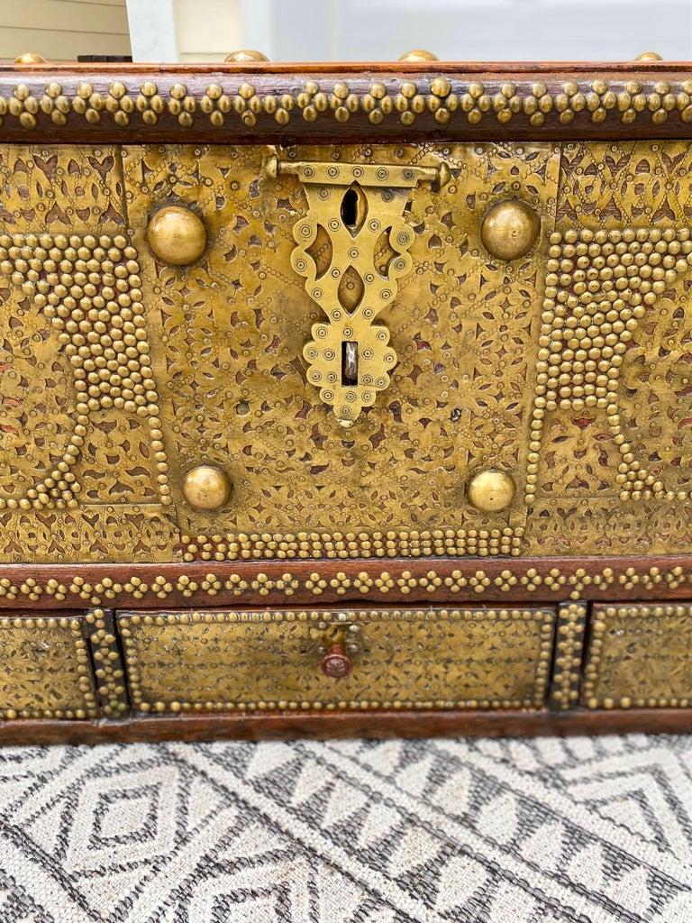 Antique Zanzibar Blanket Chest Teak Wood with Brass Metal Overlay, 19th Century For Sale 3