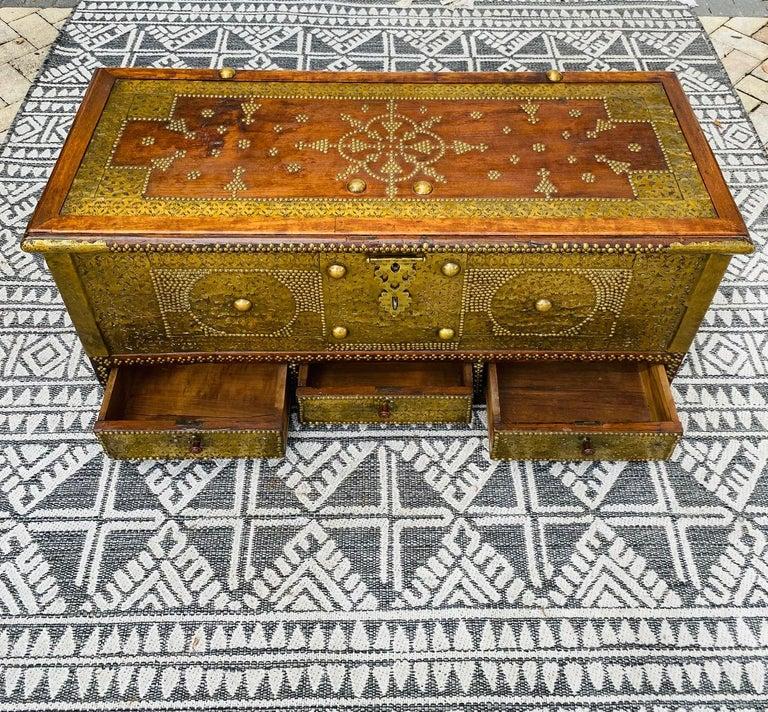 Antique Zanzibar Blanket Chest Teak Wood with Brass Metal Overlay, 19th Century In Good Condition For Sale In Fort Lauderdale, FL