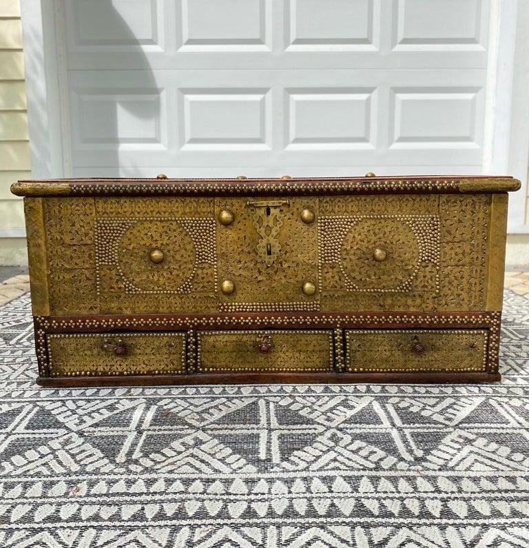 Antique Zanzibar Blanket Chest Teak Wood with Brass Metal Overlay, 19th Century For Sale 1