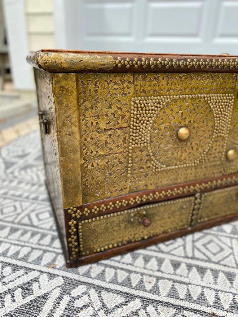 Antique Zanzibar Blanket Chest Teak Wood with Brass Metal Overlay, 19th Century For Sale 2