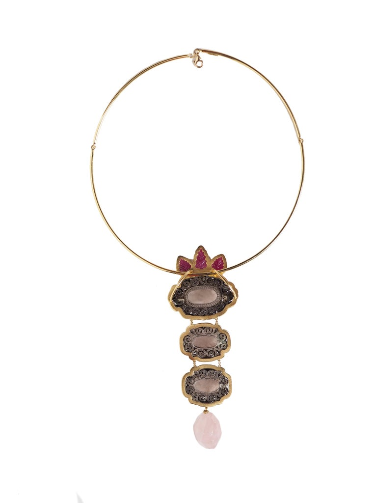 Very special necklace with antiques  original cinese buttons enamel with decorations,  carved rose quartz, ruby leaf,  gold 18 kt gr. 14,90. Total length 12cm. Gold semi rigid necklace gold 18kt  gr. 12. All Giulia Colussi jewelry is new and has