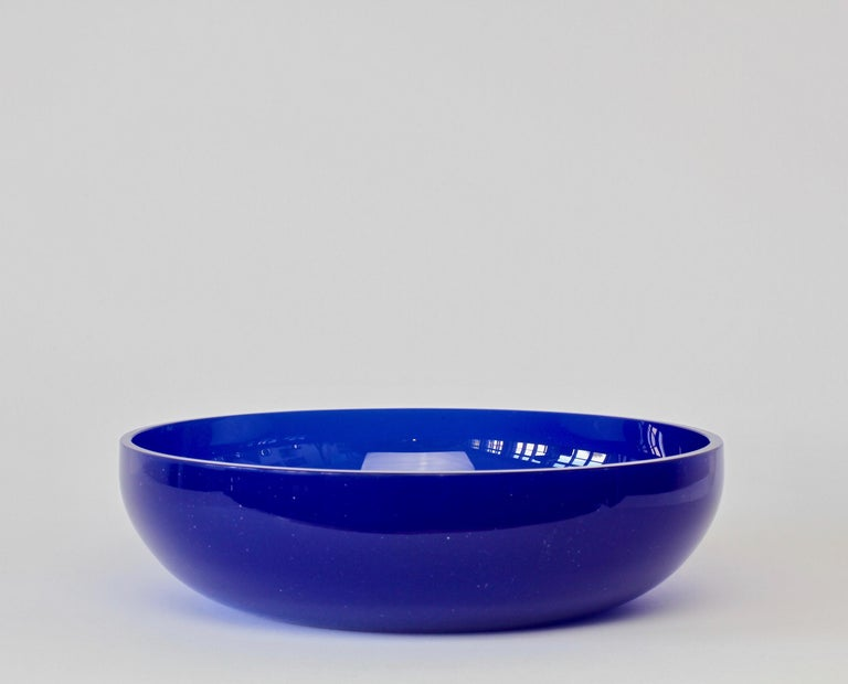 Antonio da Ros 'attributed' for Cenedese Cobalt Blue Colored Murano Glass Bowl In Good Condition For Sale In Landau an der Isar, Bayern