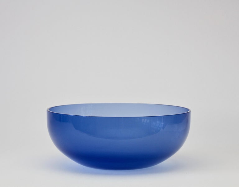 Sapphire blue colored (colored) vintage Murano glass serving bowl or dish attributed to Italian Murano glass designer by Antonio da Ros (1936-2012) for Cenedese, circa 1970-1990. Wonderful sapphire blue color. Simplistic yet elegant form, almost