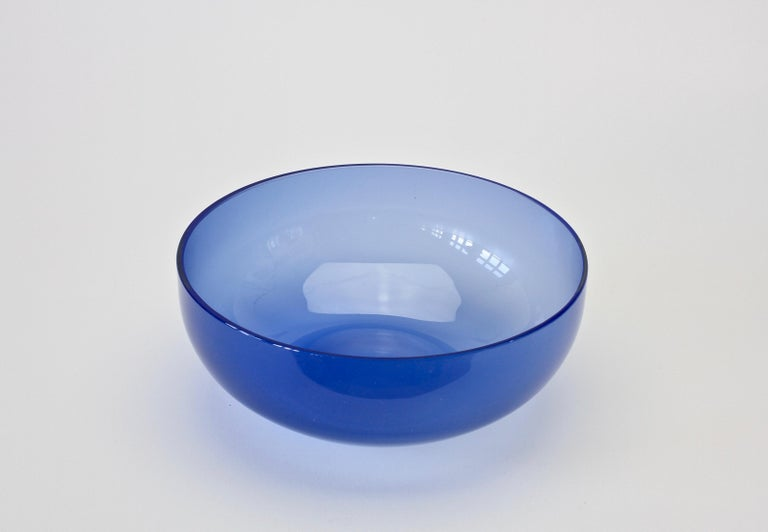 Antonio da Ros 'Attributed' for Cenedese Opaline Blue Colored Murano Glass Bowl In Good Condition For Sale In Landau an der Isar, Bayern