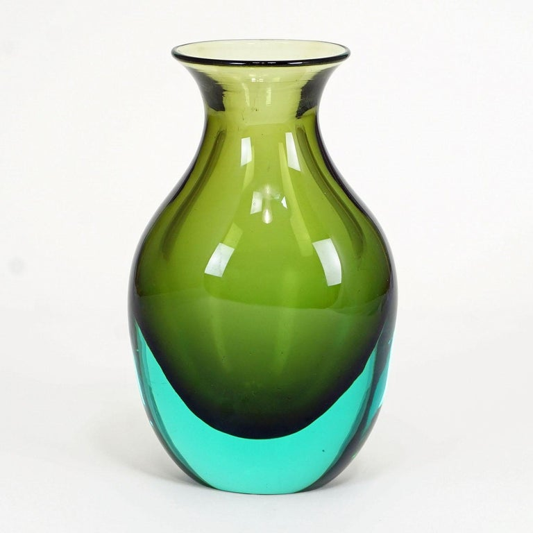 A nice Murano glass vase manufactured by vetreria Gino Cenedese and designed by Antonio da Ros in the 1960ties. green and turquoise Sommerso glass.  Measures: Width 4.33
