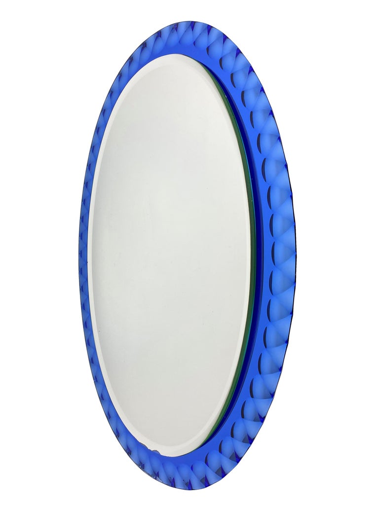 This mirror was designed and produced by Antonio Lupi for crystal Luxor.  Antonio Lupi was born in Vinci in Italy in 1932 and at the age of only 18, he started the production of glass and glass for furniture. Glass was soon replaced by mirrors,