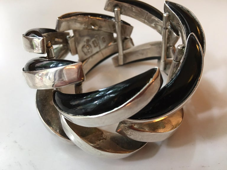Antonio Pineda Mexican Sterling and Onyx Bracelet In Good Condition For Sale In Philadelphia, PA