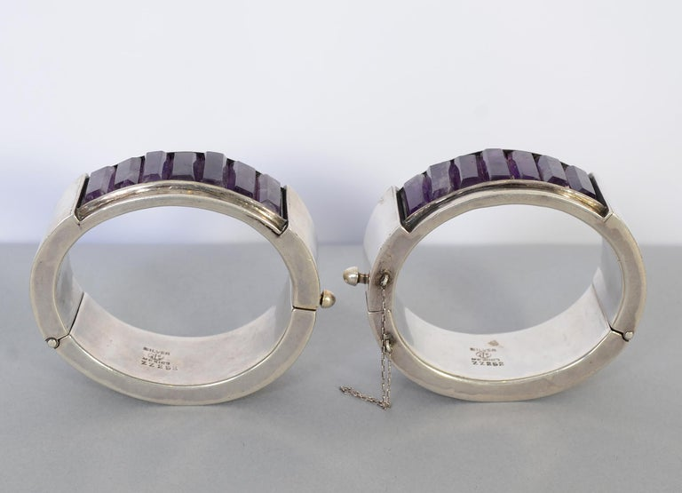 Modernist Antonio Pineda Pair of Sterling Silver and Amethyst Hinged Bangle Bracelets For Sale