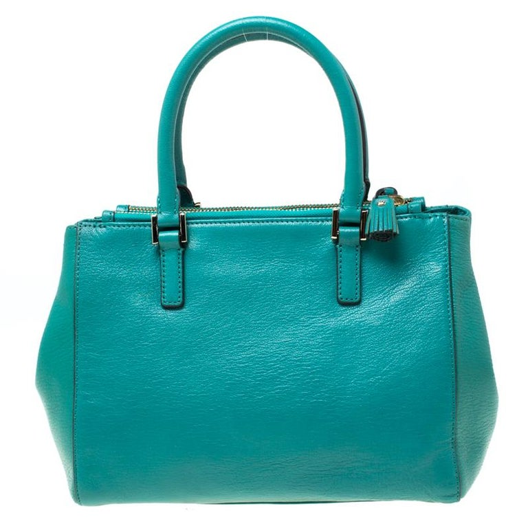 This Ebury tote is from Anya Hindmarch. It is crafted from green leather and designed with two handles, a shoulder strap, and a spacious nylon interior. This creation is ideal for everyday use.  Includes: The Luxury Closet Packaging, Extra Shoulder
