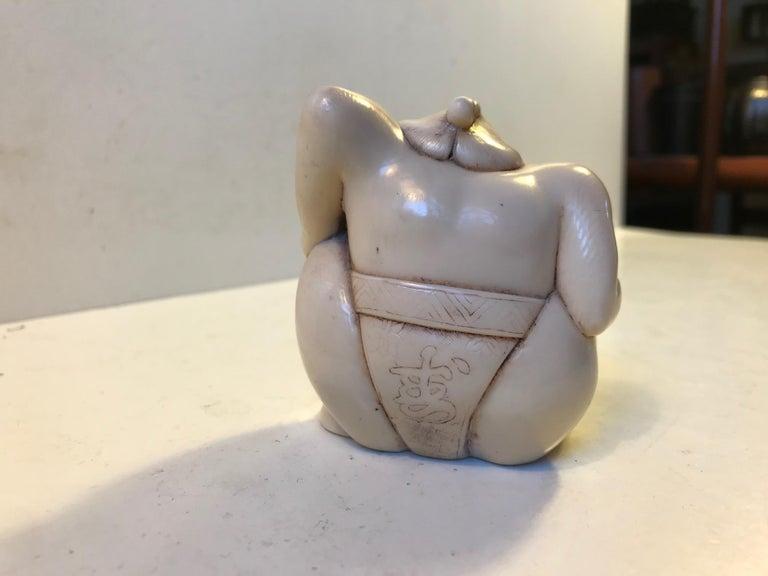 Japanese Sumo Wrestler Figurine in Carved Bone, 1900s For Sale 1