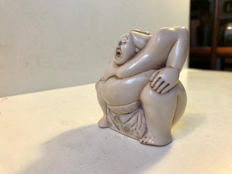 Japanese Sumo Wrestler Figurine in Carved Bone, 1900s For Sale 2