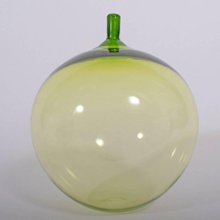 Green apple signed Orrefors Expo L 32-57 Ingeborg Lundin.