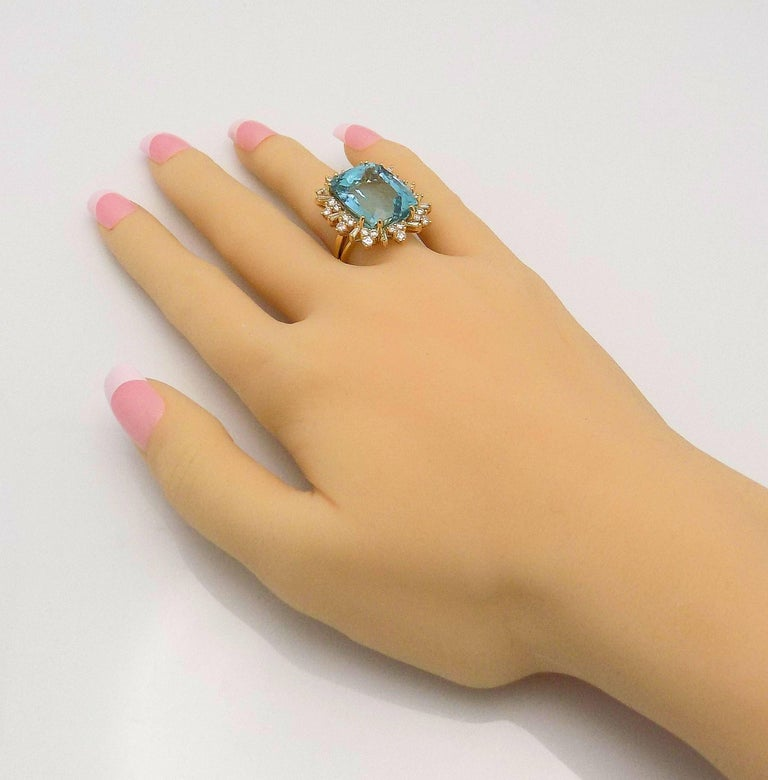 Aquamarine and Diamond Ring In Excellent Condition For Sale In Dallas, TX