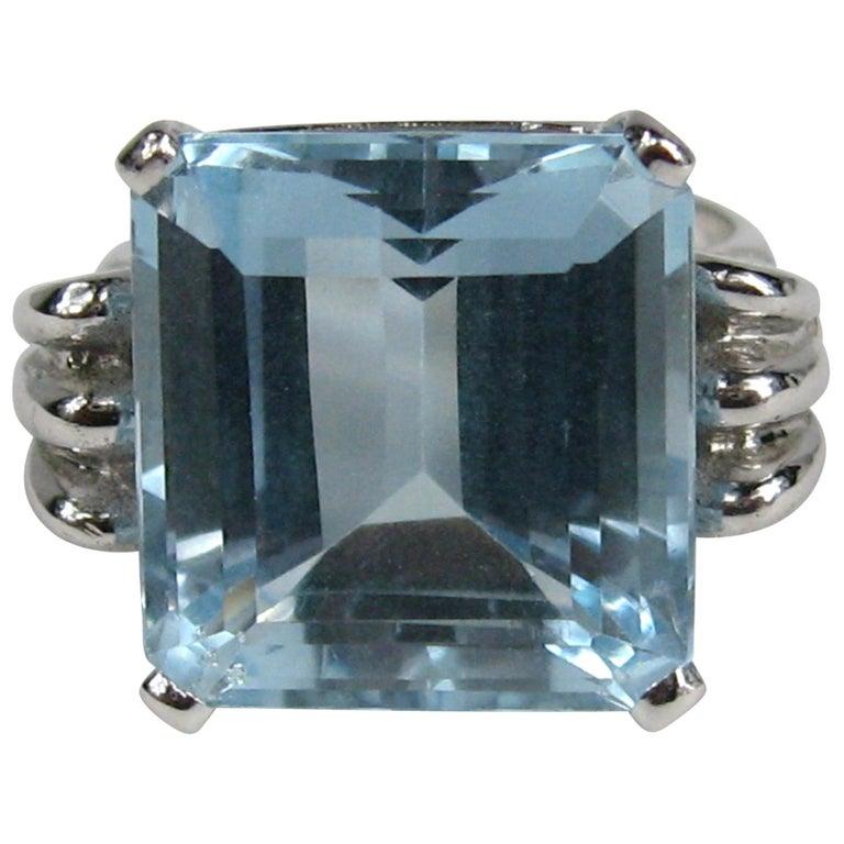 Aquamarine 14 Karat White Gold Ring 13.75 Carat Emerald Cut GIA Certified, 1940s For Sale