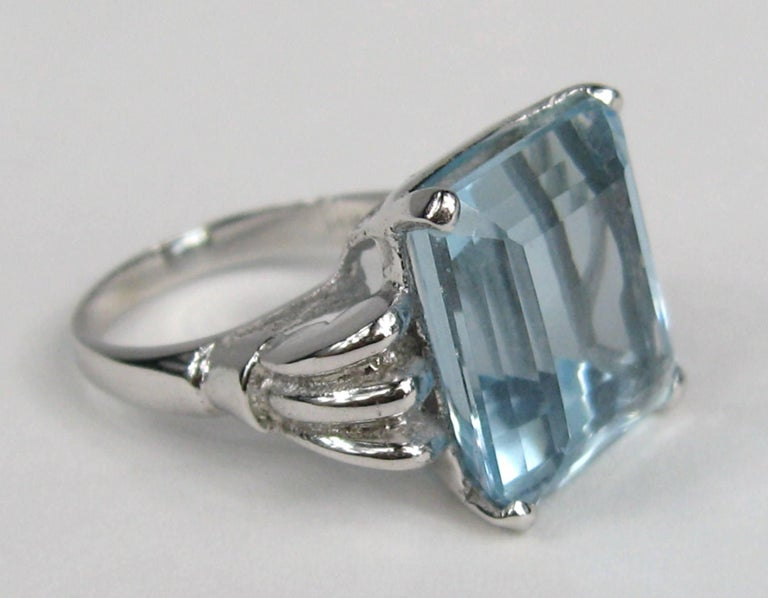 Women's Aquamarine 14 Karat White Gold Ring 13.75 Carat Emerald Cut GIA Certified, 1940s For Sale