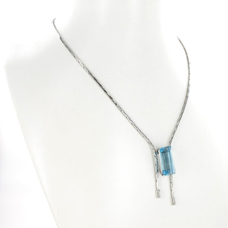 Aquamarine and Diamond Necklace in 18 Karat White Gold In Good Condition For Sale In Lucerne, CH