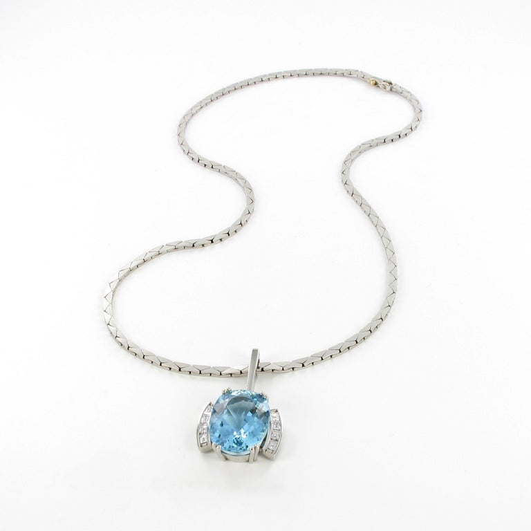 Aquamarine and Diamond Necklace in Platinum 950 and 18 Karat White Gold For Sale 4