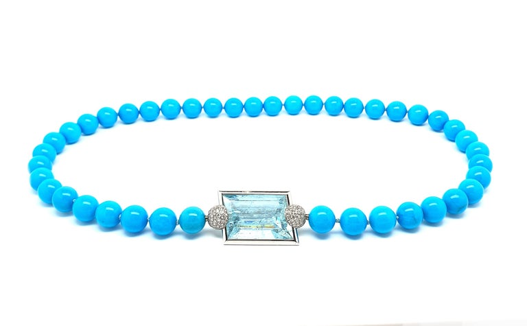 Aquamarine Clasp, 42.80 Carat in an 18K White Gold Frame & Pave Set Diamond Caps For Sale 2