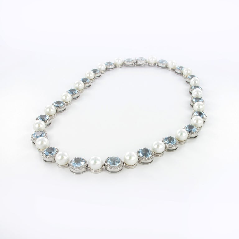 Aquamarine, Cultured Pearls and Diamond Necklace in Gold In Excellent Condition For Sale In Lucerne, CH