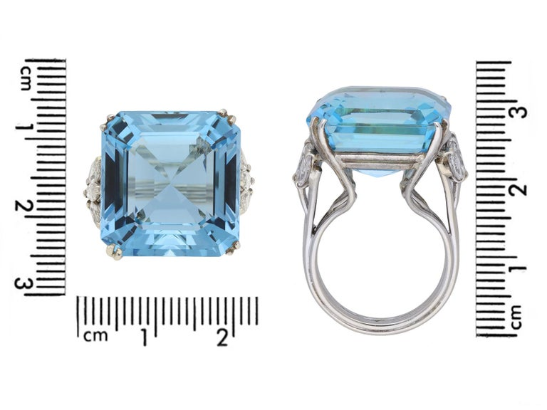 Aquamarine and Diamond Cocktail Ring, circa 1970 In Good Condition For Sale In London, GB