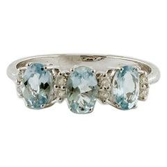 Aquamarine, Diamonds, 18 Karat White Gold Modern Ring