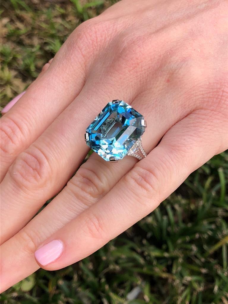 Contemporary Aquamarine Emerald Cut Diamond Platinum Blue Ring 20.37 Carat For Sale