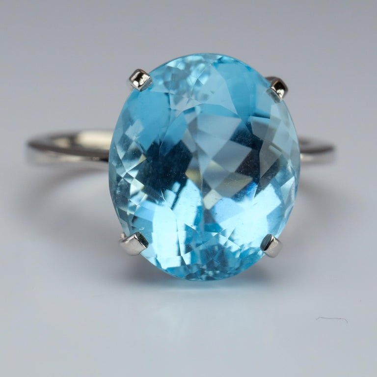 Contemporary Aquamarine Ring in White Gold For Sale