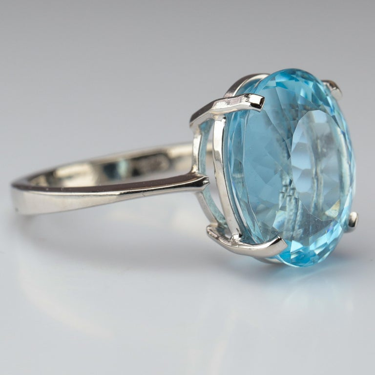 Aquamarine Ring in White Gold In Excellent Condition For Sale In Southbury, CT