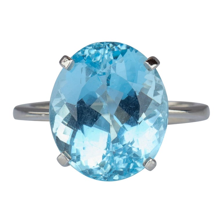 Aquamarine Ring in White Gold For Sale