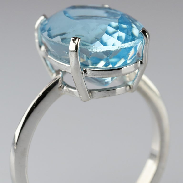 I have two issues with aquamarine rings. Issue number one is size. A ginormous 27-carat emerald-cut aquamarine might have made perfect sense in 1957 but today? How can you wear jeans and a ring with a stone that big? What I mean is, what happens if