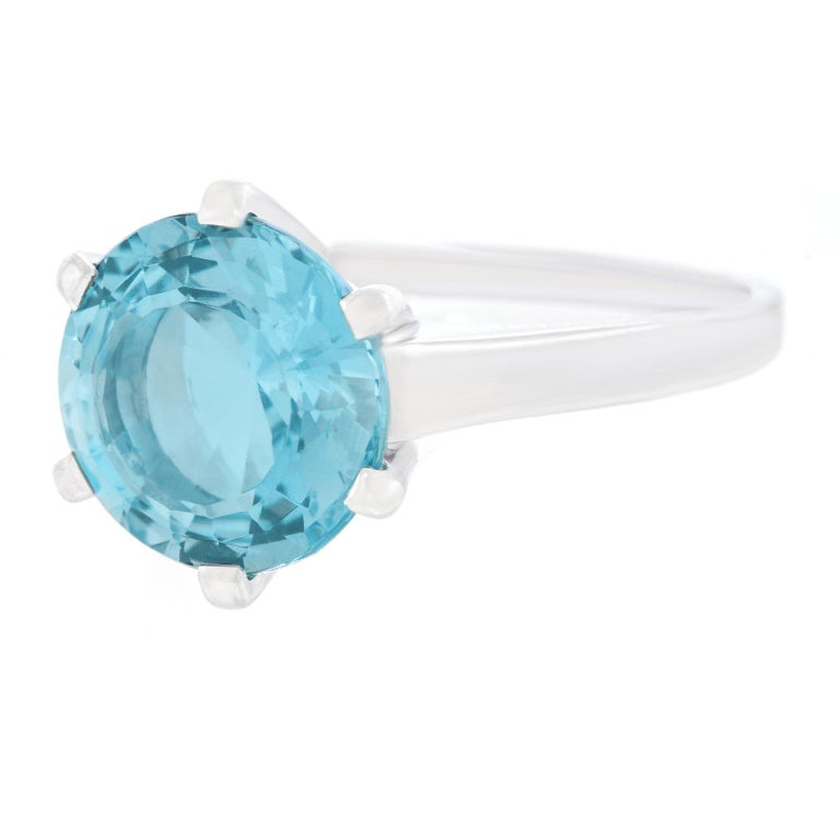 Aquamarine Set White Gold Ring In Excellent Condition For Sale In Litchfield, CT