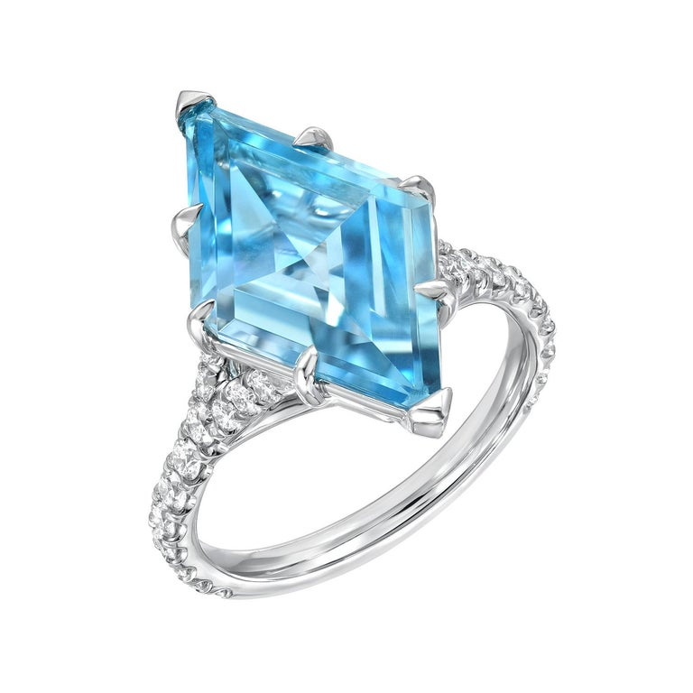 Aquamarine Shield Ring 4.74 Carat In New Condition For Sale In Beverly Hills, CA