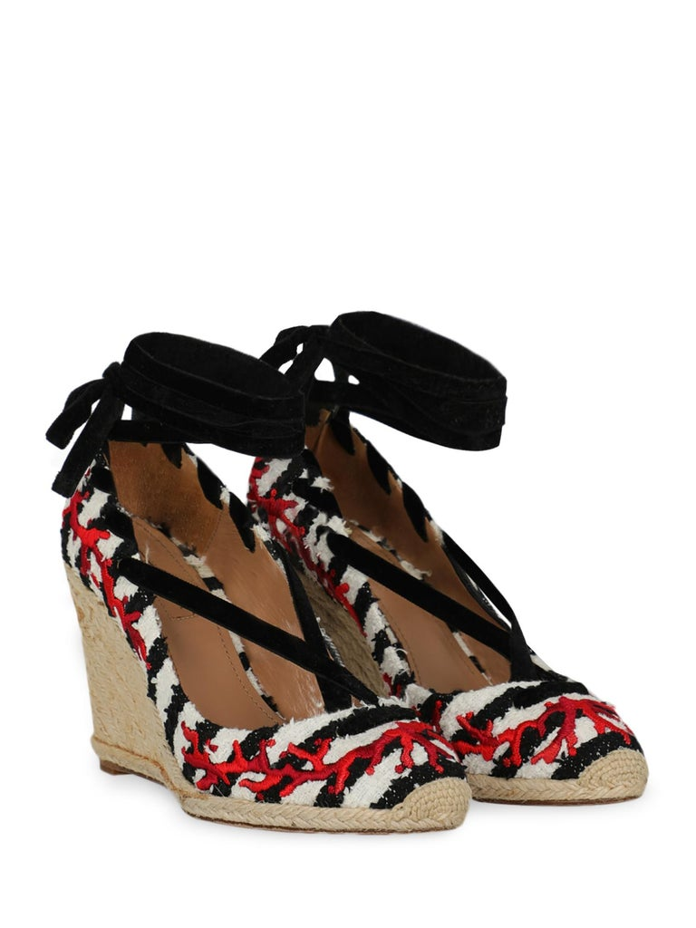 Product Description: Wedges, fabric, other patterns, lace-up, round toe, branded insole, branded sole, wedge heel, high heel  Includes: N/A  Product Condition: Very Good Sole: visible signs of use. Upper: visible glue stains. Insole: generic
