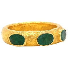 ARA24K Three Stone Emerald Textured 24 Karat Gold Band