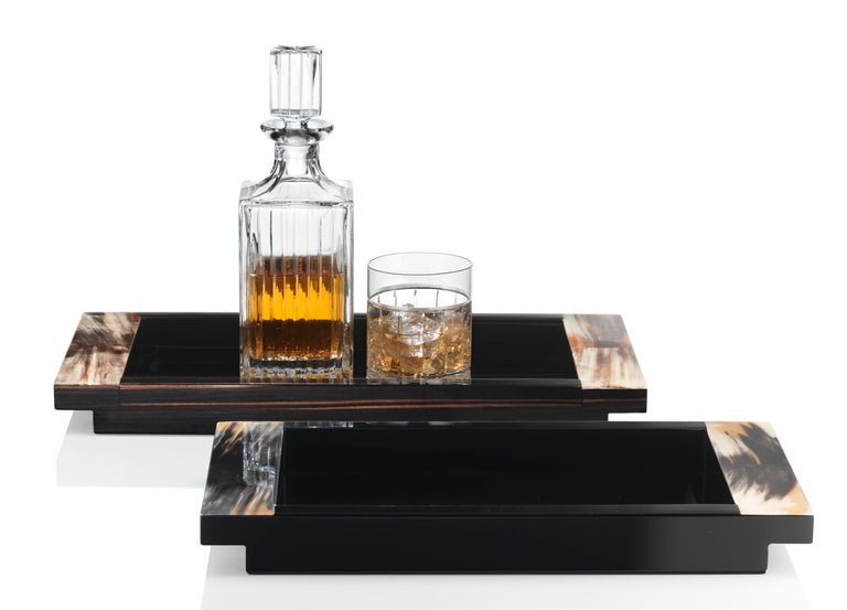 Tray in dark horn and wood with lacquered black gloss finish or Macassar ebony veneer.