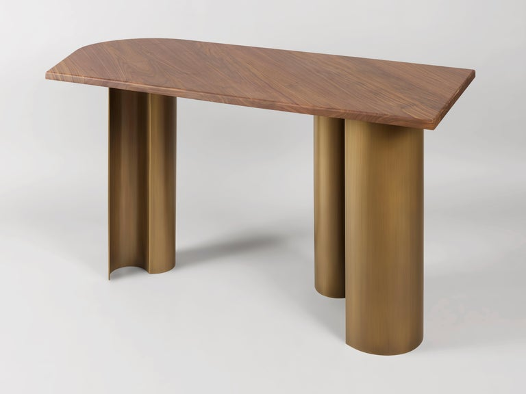 'Arche' desk by French Lebanese Charles Kalpakian is a true gem, resounding in its elegance, simplicity, graphic unity and the complementarily of materials. Curves and straight lines fuse in an organic geometry. The satin glow of the varnished