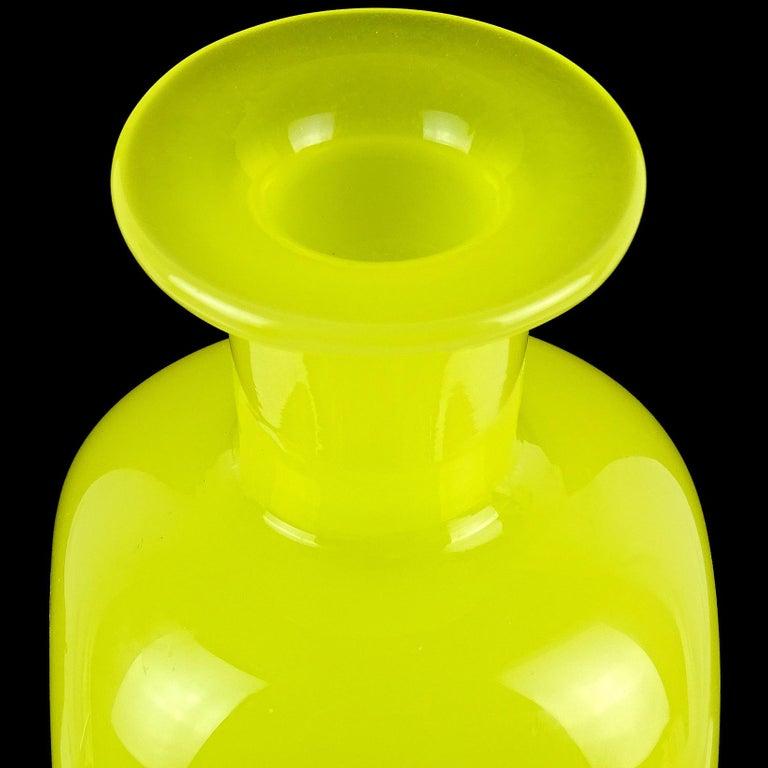 Mid-Century Modern Archimede Seguso Murano, 1950s Opalescent Yellow Italian Art Glass Vanity Bottle For Sale