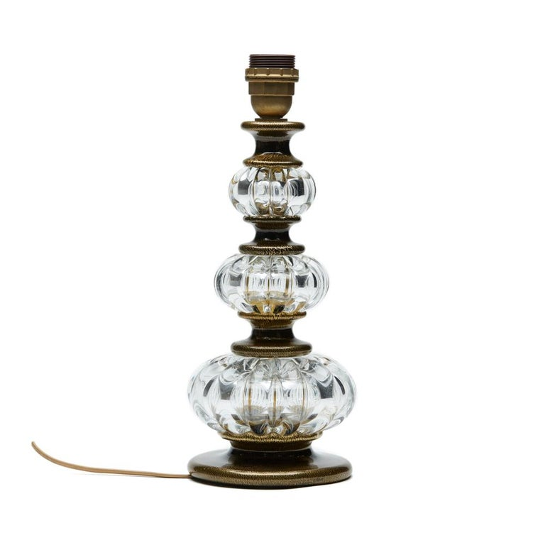 A stunning vintage Murano Archimede Seguso art glass lamp base of column-form with clear glass ribbed graduated gourd sections set between black glass spacers with gold aventurine inclusions. The lamp has a fitted screw bulb holder with a wire