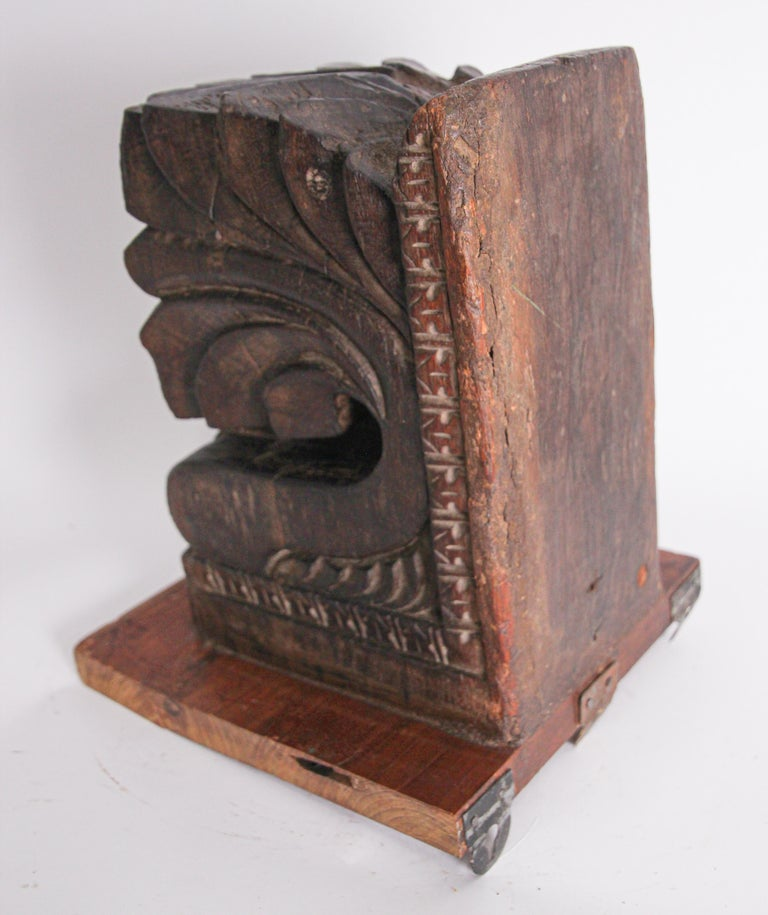 Architectural Hindu Temple Carved Wood Fragment from India For Sale 4
