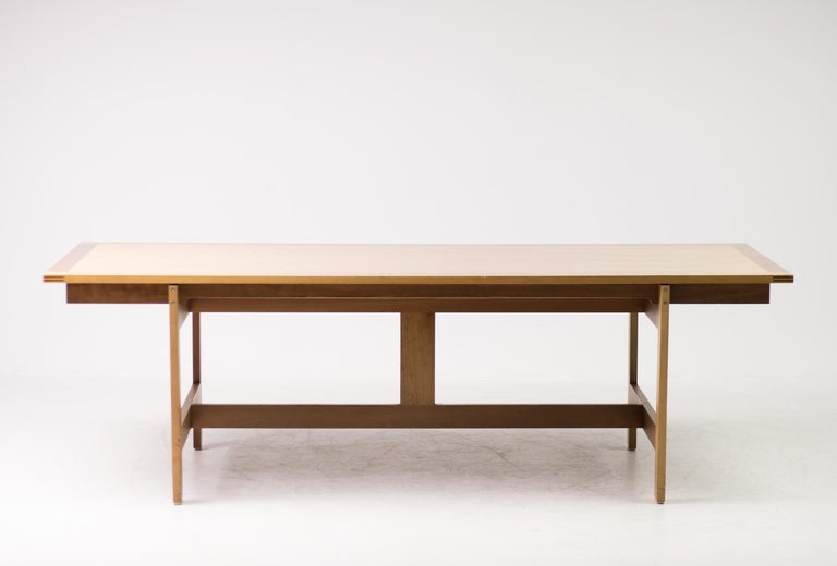 Large M40 dining table designed by Henning Jensen and Torben Valeur for Munch, Denmark.