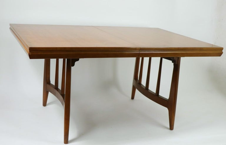 Architectural Mid Century Dining Table In Good Condition For Sale In New York, NY